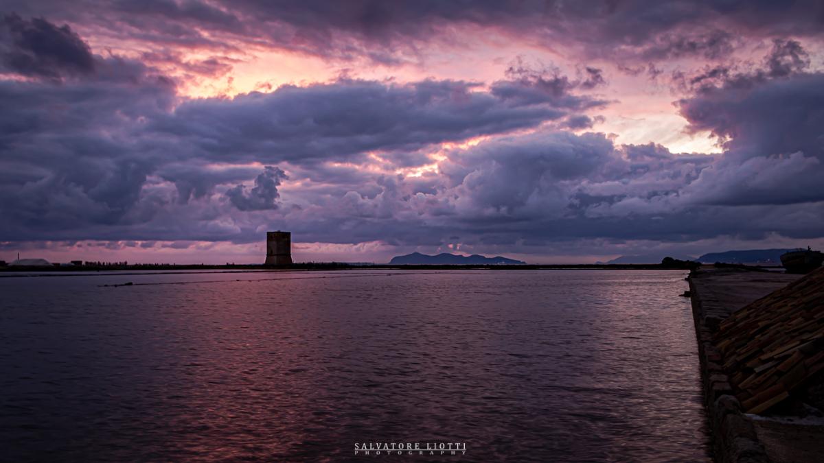 tramonto invernale con nuvole tempestose
